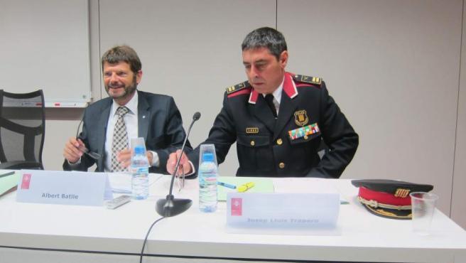 El director de los Mossos Albert Batlle, junto al Major dels Mossos, Josep Lluís Trapero.