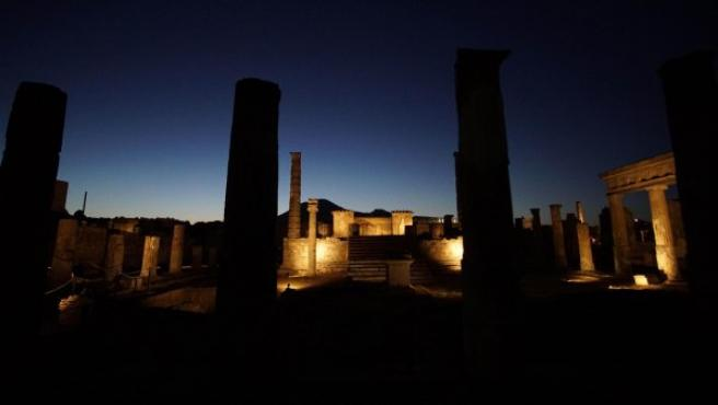 Imagen nocturna de la ciudad de Pompeya (Italia), Patrimonio de la Humanidad de la Unesco.