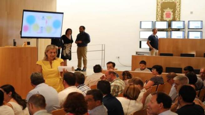 Caracuel presenta un nuevo portal a representantes municipales