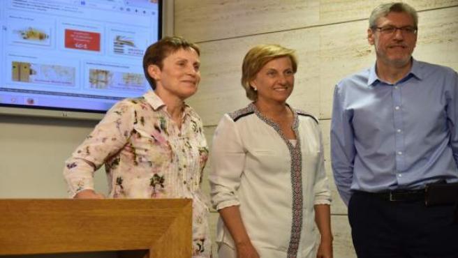 Pérez, González Menorca y Flores en la presentación de los planos