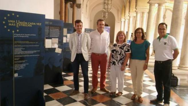 Torralbo (izda.) visita la exposición