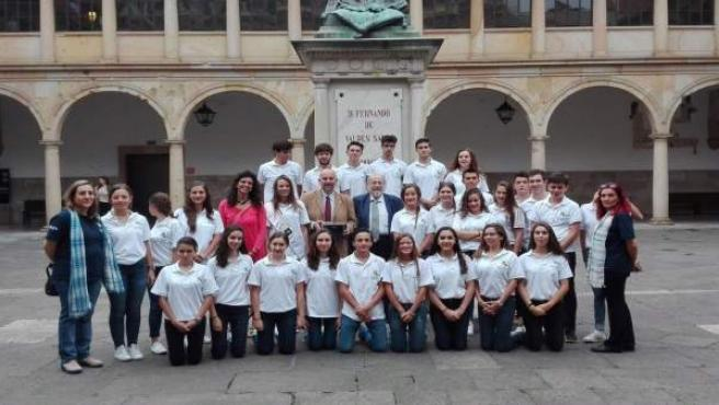 Jóvenes mexicanos, descendientes de asturianos, visitan la Universidad.