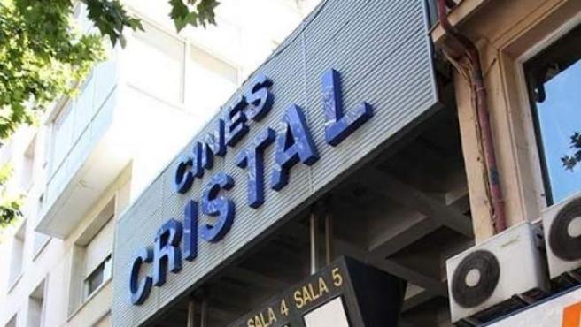 Imagen de los Cines Cristal, actualmente cerrados y a la venta por la Sareb.