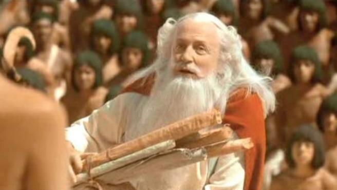 El actor Claude Rich, interpretando a Panoramix en 'Astérix y Obélix: Misión Cleopatra'.