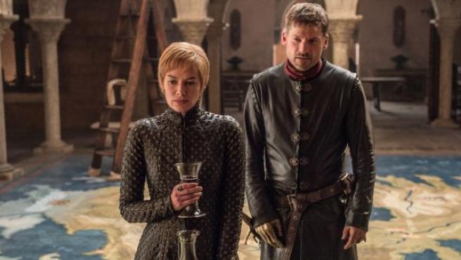 Lena Headey, como Cersei Lannister, y Nikolaj Coster-Waldau, como Jaime Lannister, en otro pasaje de la séptima temporada de Juego de Tronos.