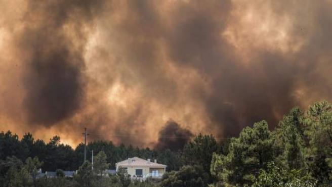 Incendio en el distrito de Castelo Branco, en Portugal, que ha obligado a evacuar a más de 150 personas.