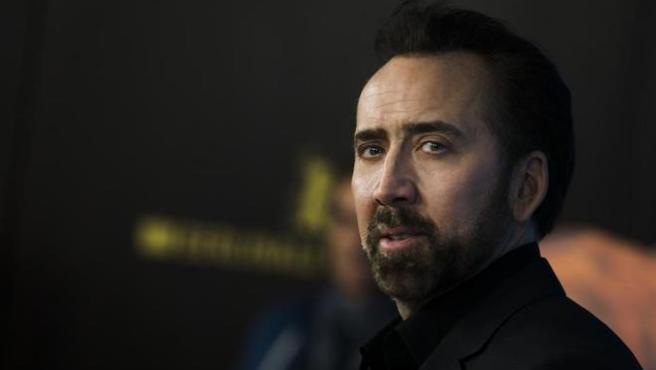 Nicolas Cage lo peta con su foto en Kazajistán