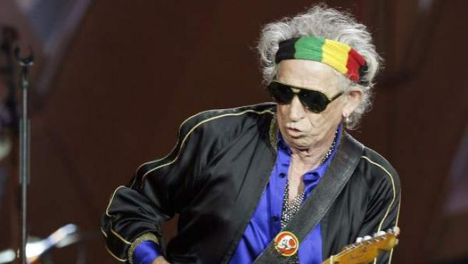 El guitarrista de Rolling Stones, Keith Richards, durante un concierto en el estadio Santiago Bernabéu, en Madrid.