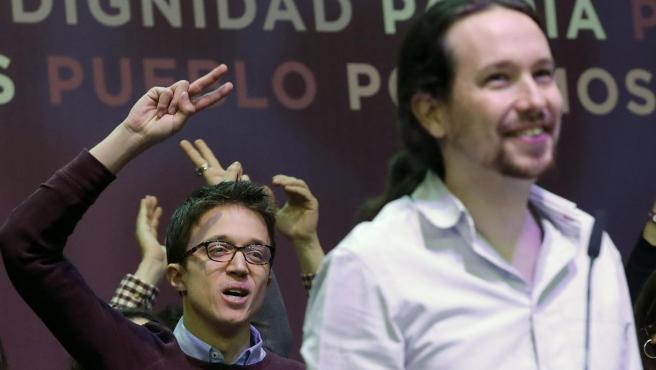 Íñigo Errejón, detrás de Pablo Iglesias durante una jornada de la Asamblea Ciudadana Estatal en febrero.