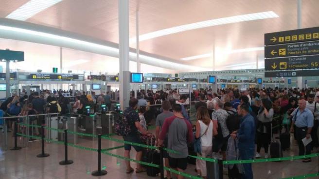 Control de pasajeros en un aeropuerto.