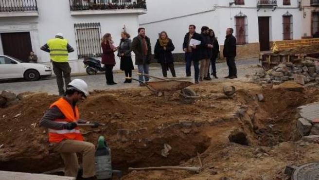 La diputada de Infraestructuras de Huelva, Laura Martín, visita obras del PFEA.
