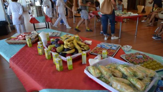 Desayuno en agradecimiento a la llegada de menores saharauis a Sevilla