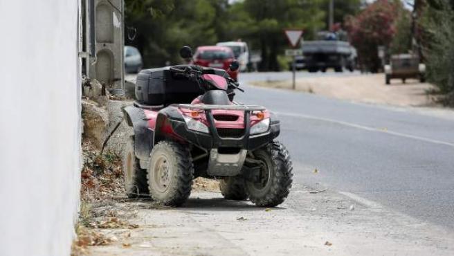 El quad que pilotaba Ángel Nieto, tras sufrir el accidente en Ibiza.