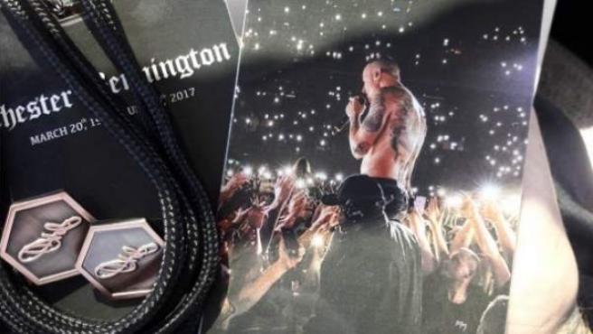 Acreditaciones utilizadas durante el funeral privado del cantante de Linkin Park Chester Bennington.