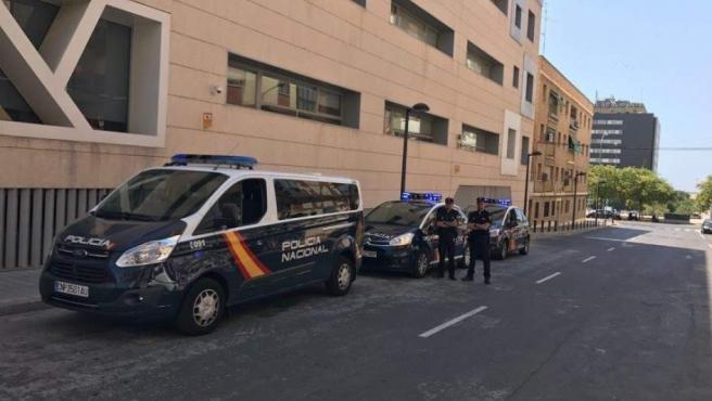 Dos unidades de la Policía Nacional.