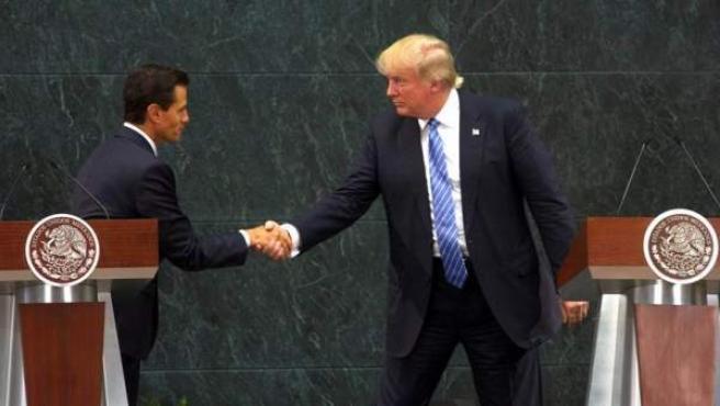 En agosto, la visita a México de Donald Trump recibió innumerables críticas y generó un torbellino para la ya maltrecha popularidad del presidente Enrique Peña Nieto (EPN).