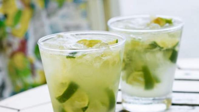 ingredientes+para+hacer+un+coctel+de+frutas+con+alcohol
