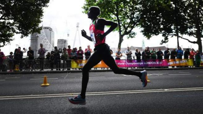 El keniano Kirui, en la maratón del Mundial de Londres 2017.