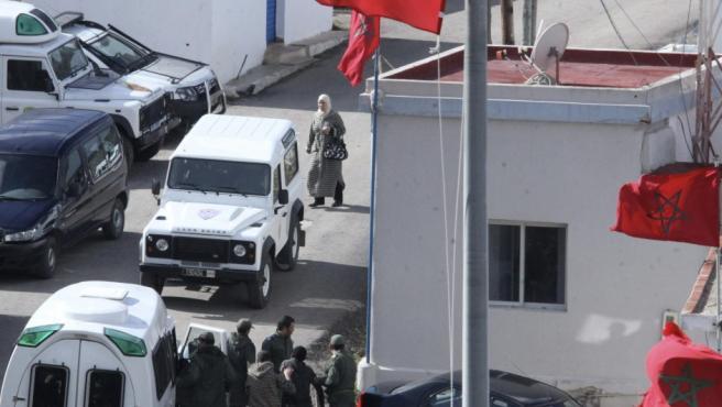 Un grupo de unos 50 inmigrantes, todos ellos subsaharianos, ha intentado entrar por la frontera norte de Benzú que separa Ceuta de Marruecos.