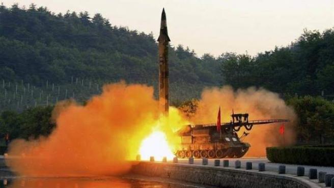 Imagen de archivo del lanzamiento de un misil norcoreano.