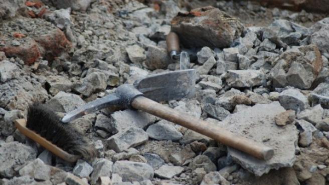 Herramientas en una excavación arqueológica