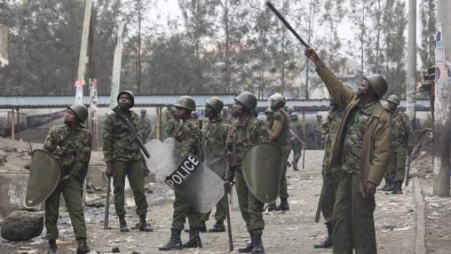 Policías antidisturbios en Kenia.