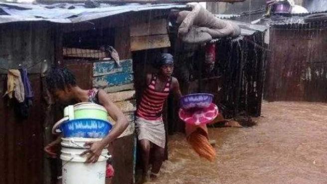 Fuertes inundaciones en Sierra Leona dejan centenas de muertos.