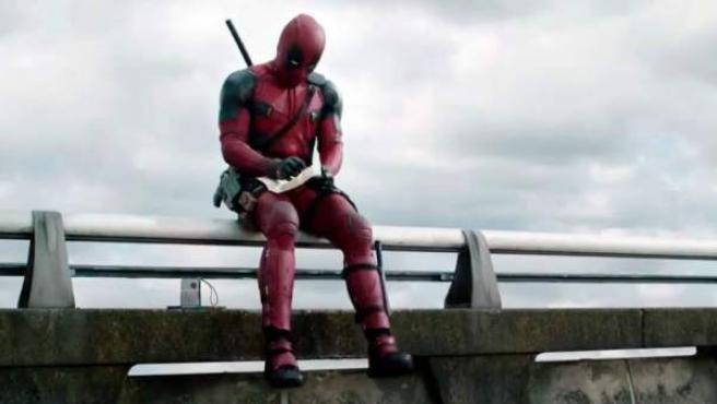 Ya está aquí el primer y esperado tráiler de Deadpool, la película en la que Ryan Reynolds encarna al antihéroe con el humor más negro y gamberro de Marvel y que llegará a los cines en 2016.