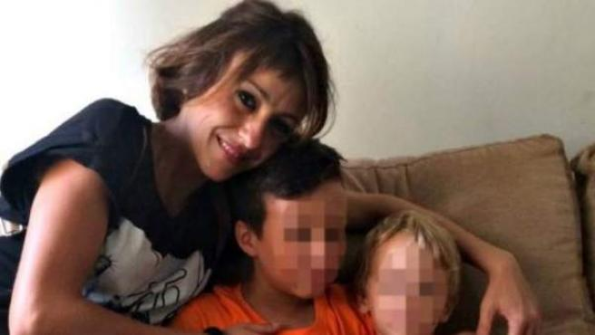 Primera imagen de Juana Rivas desde que huyó con sus hijos.