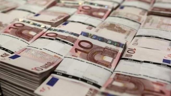 Fajos de billetes de 10 euros.