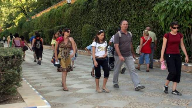 Turistas en los Jardines de Murillo.