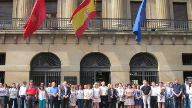 Concentración frente al Gobierno de Navarra en rechazo del atentado de Barcelona