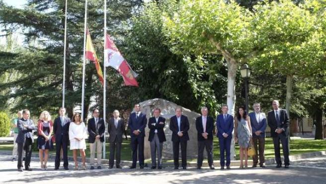 Minuto de silencio en la Junta de Castilla y León
