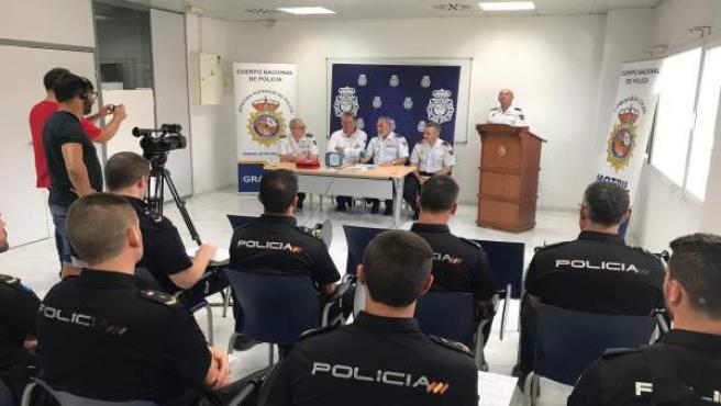 Autoridad Portuaria de Motril (Granada) dona a la Policía un desfibrilador