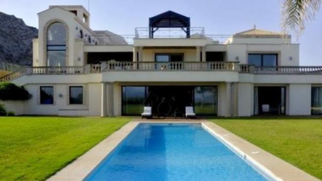 Esta casa tiene más de 3.500 m2 y vale 57,5 millones de euros.