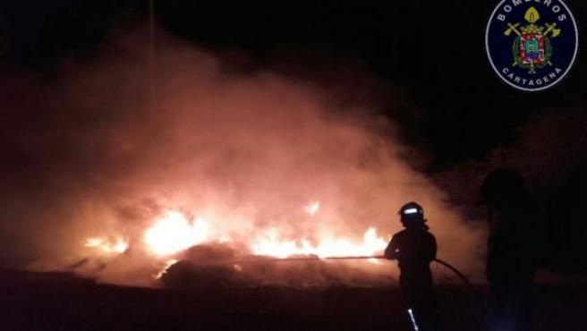 Incendio en mangueras agrícolas en San Ginés de la Jara