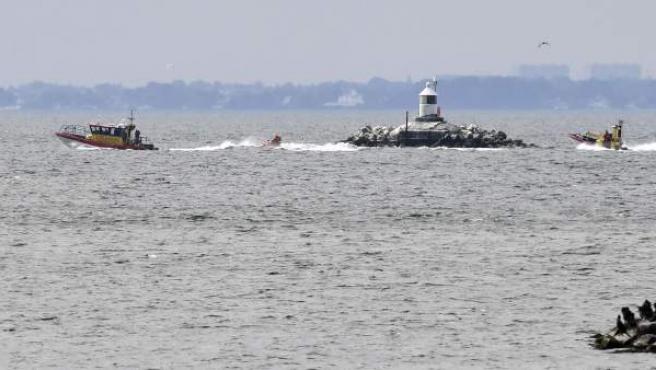 Barcos suecos en el dispositivo de búsqueda del cuerpo de la periodista Kim Wall, desaparecida el pasado viernes 11 de agosto.