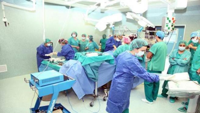 Operación en un quirófano