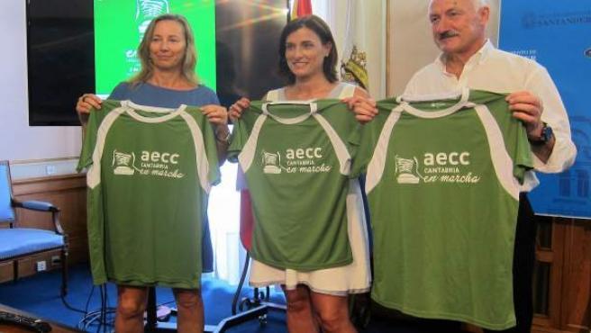 Gema Igual, Tuto Sañudo y vicepresidenta AECC Cantabria