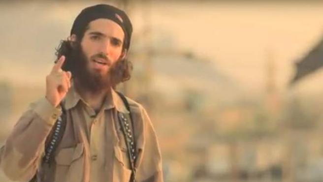 Fotograma del vídeo en el que el terrorista de Estado Islámico amenaza a España.