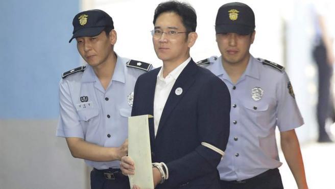 El heredero del grupo Samsung, Lee Jae-yong, llegando al Tribunal del Distrito Central de Seúl.