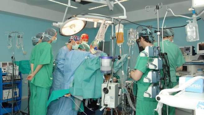 Imagen de archivo de un trasplante hepático.