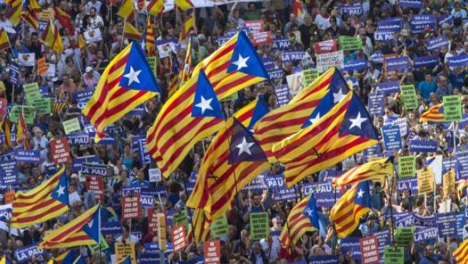 """Durante la manifestación bajo el lema """"No tinc por"""" (No tengo miedo) se han podido ver gran cantidad de esteladas."""