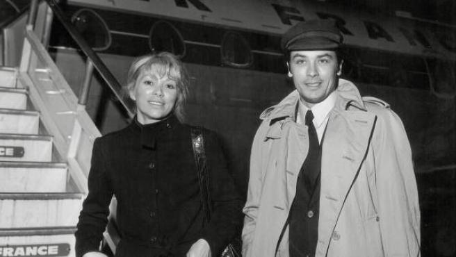 Mireille Darc y Alain Delon en 1969.