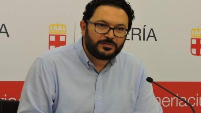 El concejal socialista Cristóbal Díaz en rueda de prensa