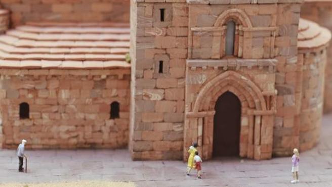 Colección de iglesias en miniatura