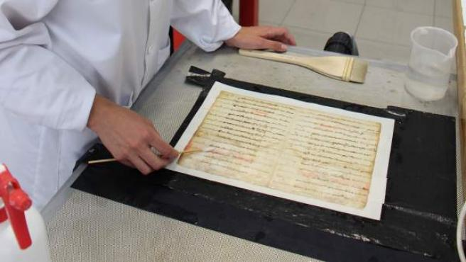 L'Institut Valencià de Conservació restaura documents escrits en valencià que van desafiar el Decret de Nova Planta de Felip V