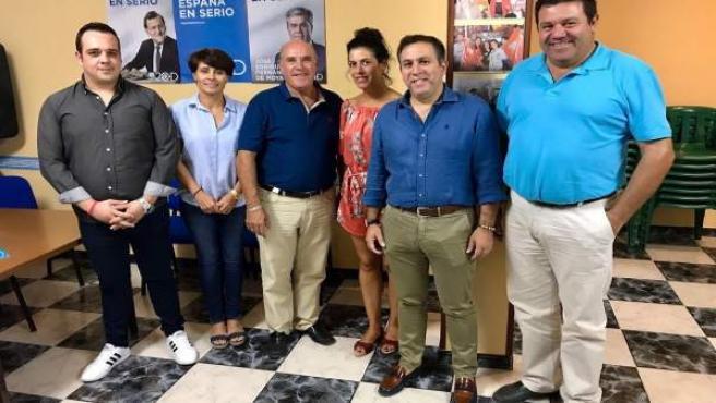 Palacios (2d) con la nueva dirección del PP de Castellar.