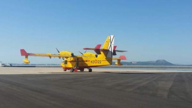 Imagen de un avión contra incendios en el aeródromo militar de Pollença
