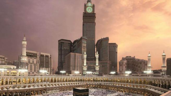 El hotel más alto del mundo está en el centro de La Meca y su torre se eleva hasta los 601 metros. ¡Casi nada!